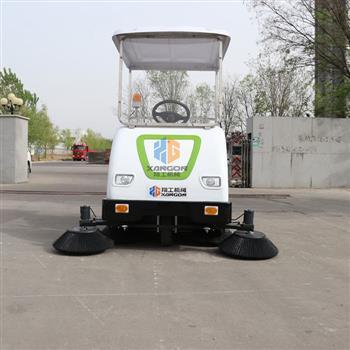 座驾式电动扫地车